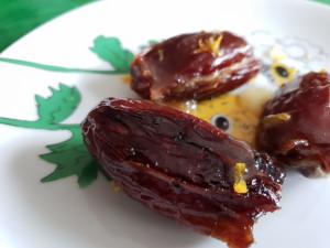 Datteln mit Blauschimmelkäsefüllung, Ofen mit Honig